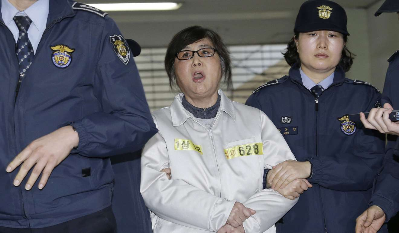 South Korea: President Park 'colluded with' friend for bribe from Samsung