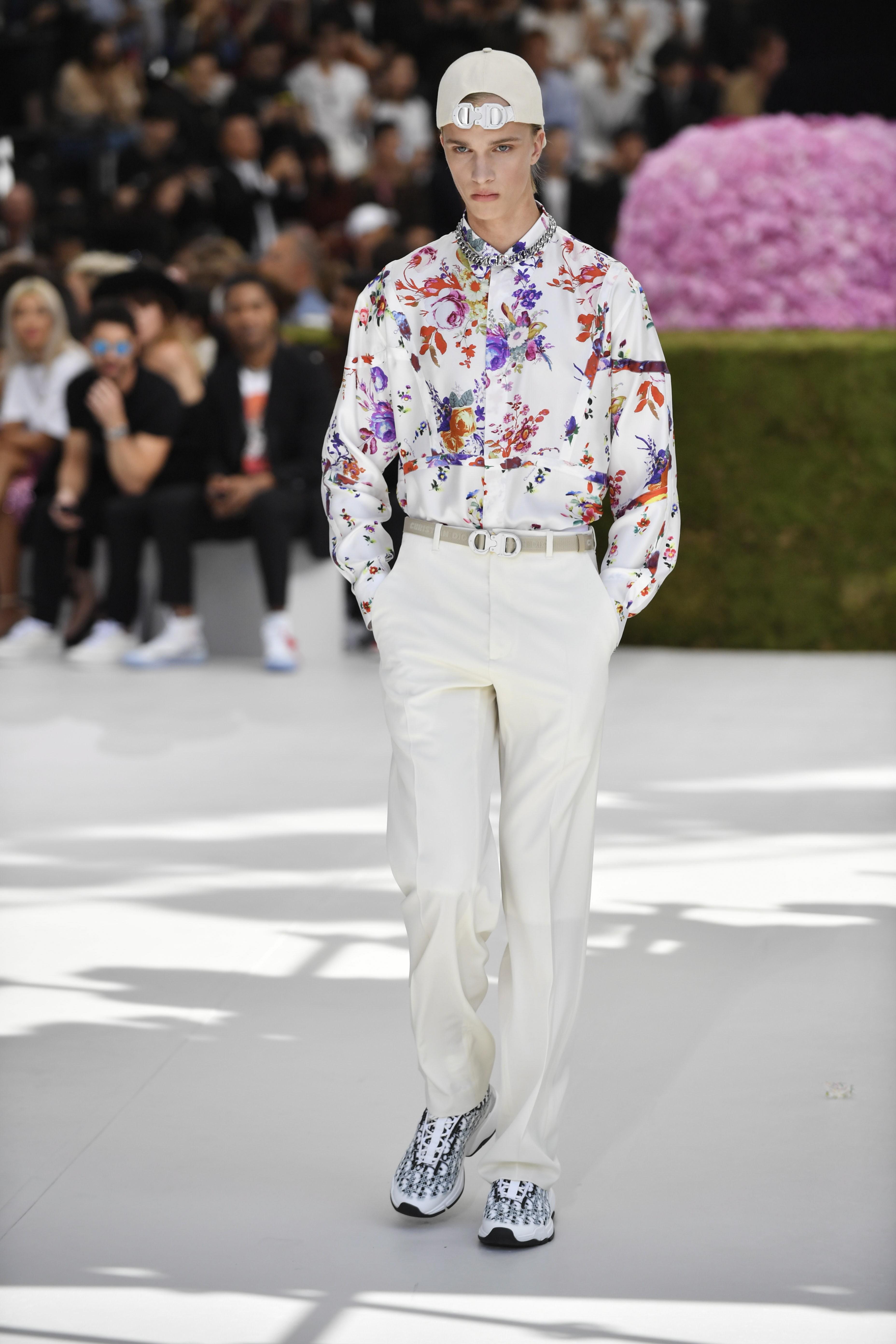 275857761917 Paris Men s Fashion Week  Bella Hadid
