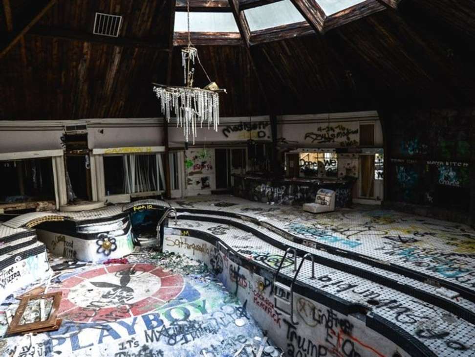 10 abandoned global mansions that were once the height of - Playboy swimming pool ...
