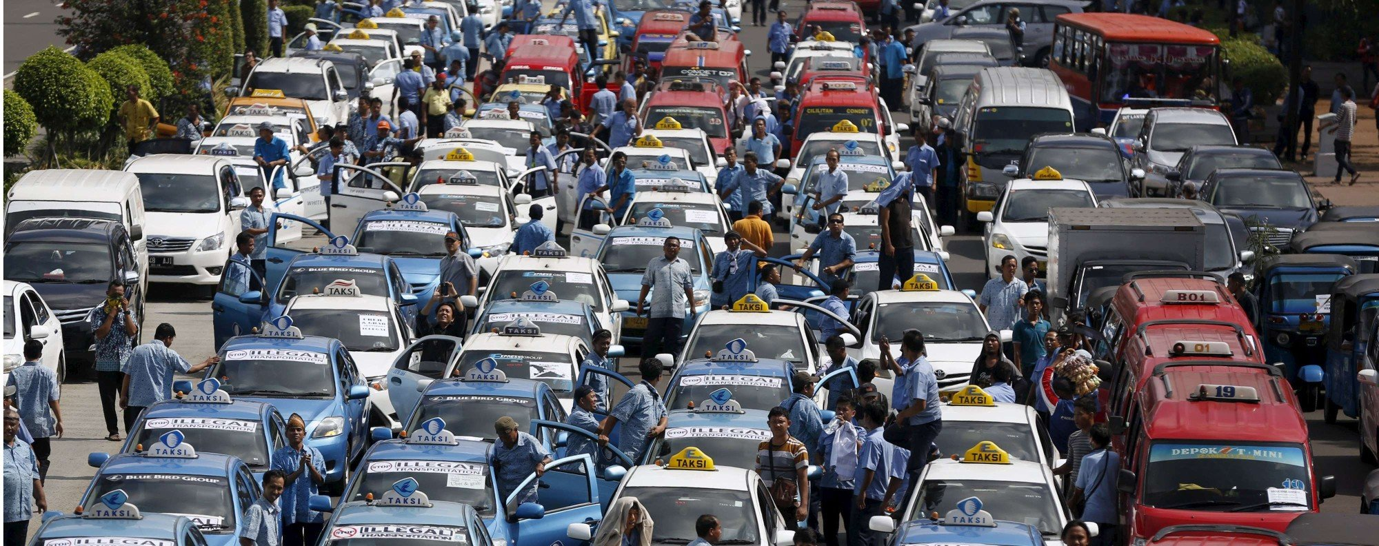 Taxi drivers protest in Jakarta. Photo: Reuters