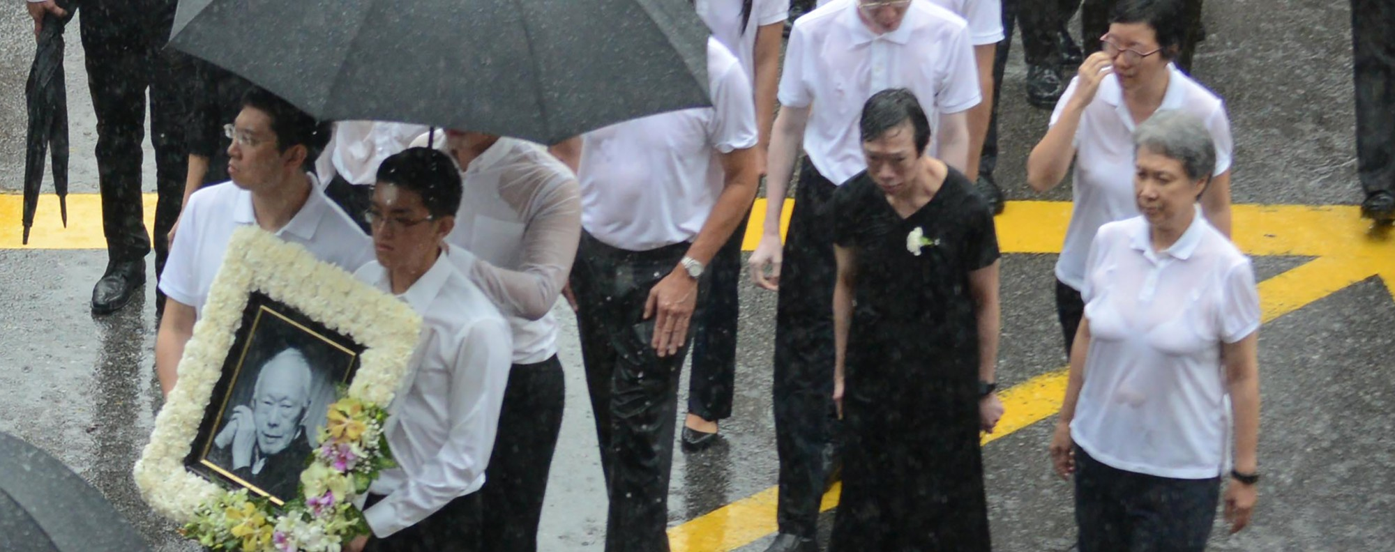The family attends Lee Kuan Yew's funeral procession. Photo: AFP