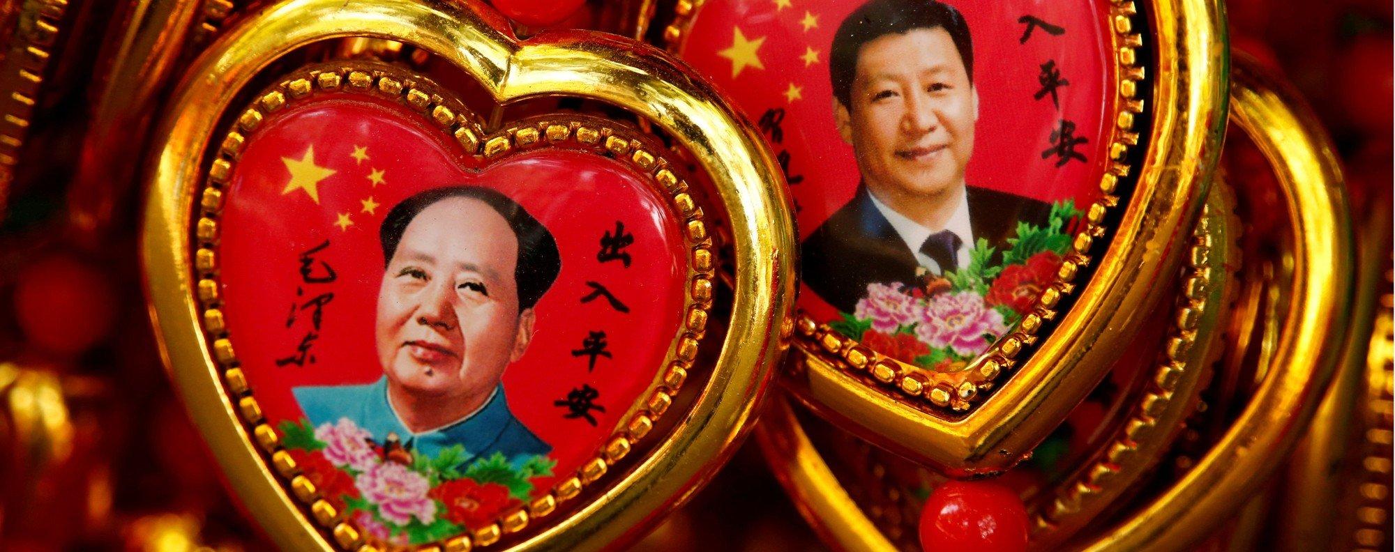 Souvenirs portraying Mao Zedong and Xi Jinping. Photo: Reuters