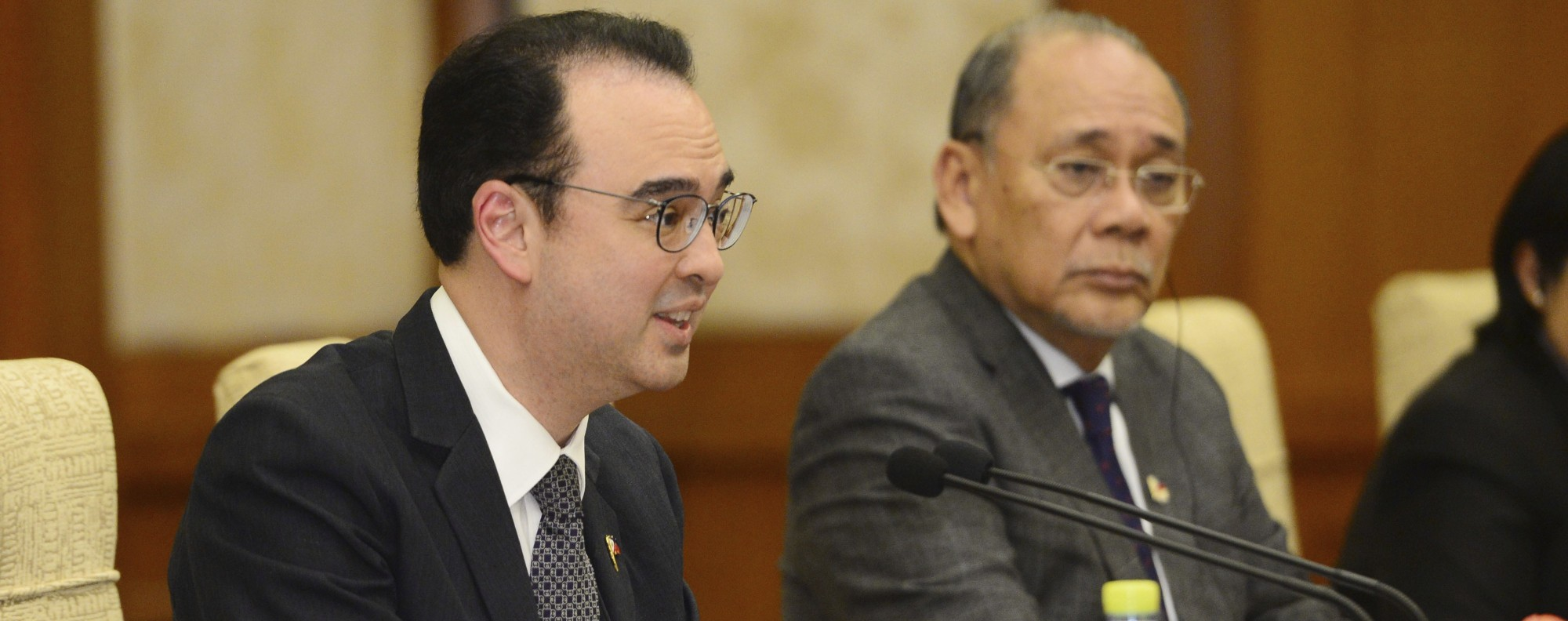 Philippine Foreign Affairs Secretary Alan Peter Cayetano, left. Photo: AP