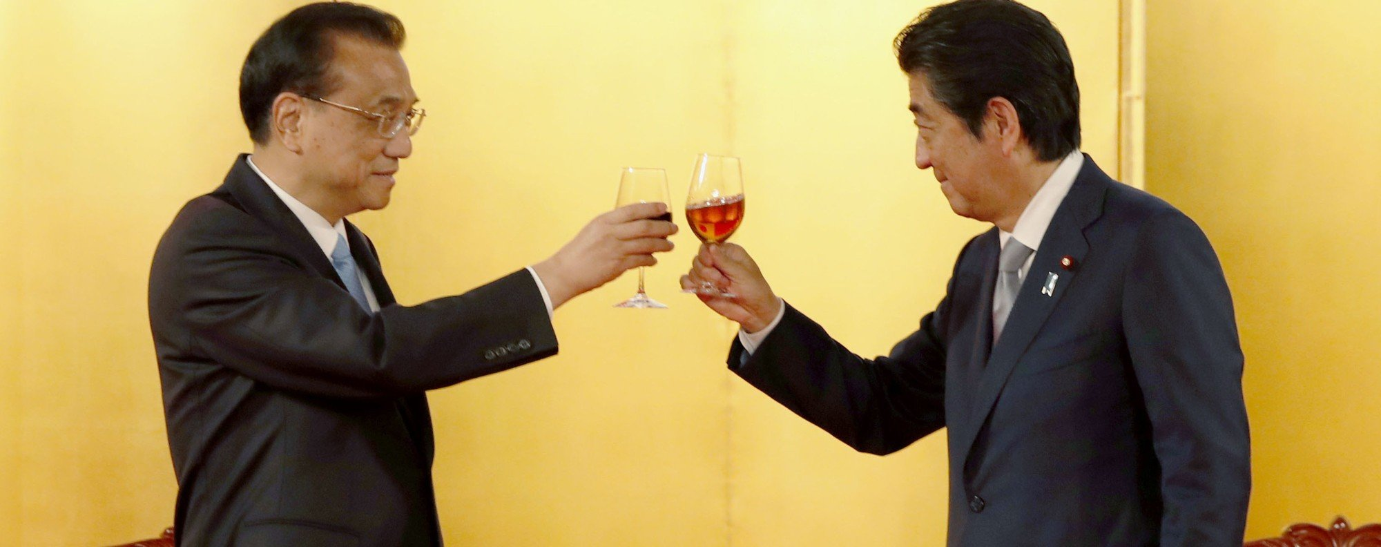 Chinese Premier Li Keqiang and Japanese Prime Minister Shinzo Abe. Photo: Kyodo