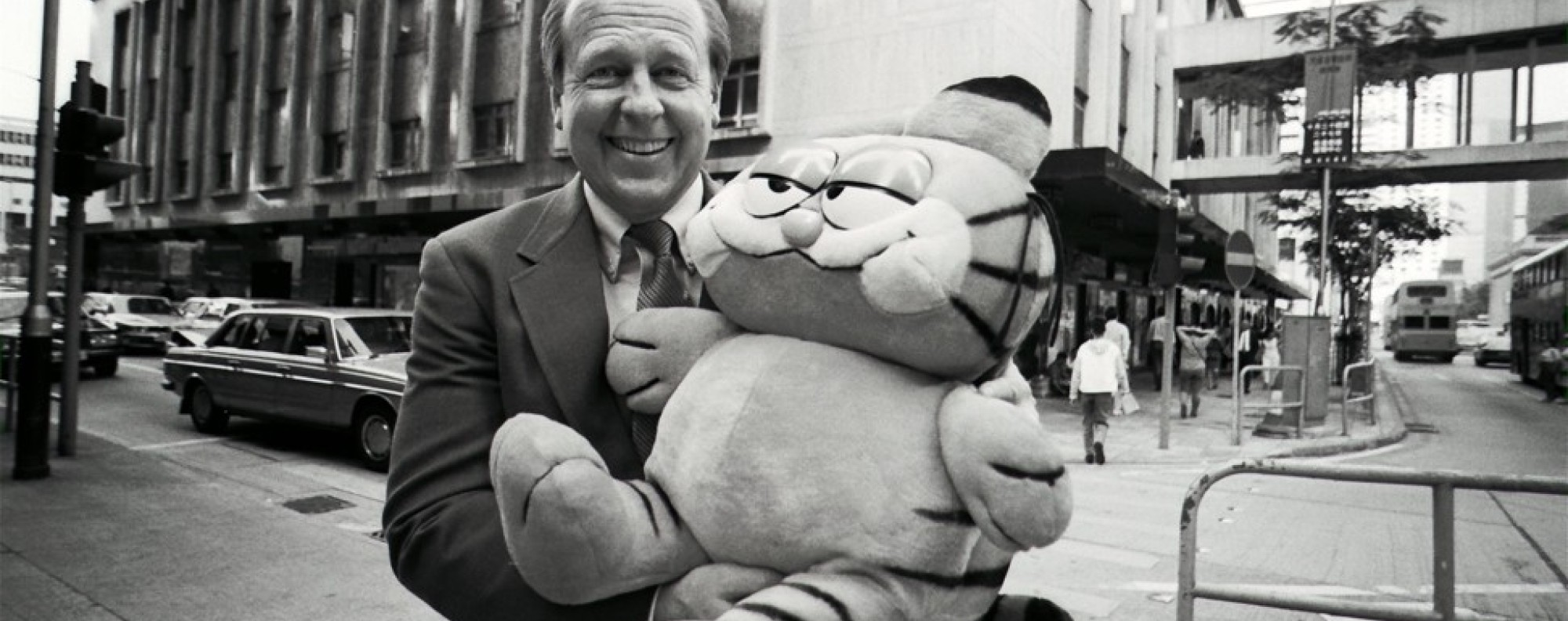 Jim Davis with Garfield in Central, Hong Kong, in October 1991. Picture: SCMP