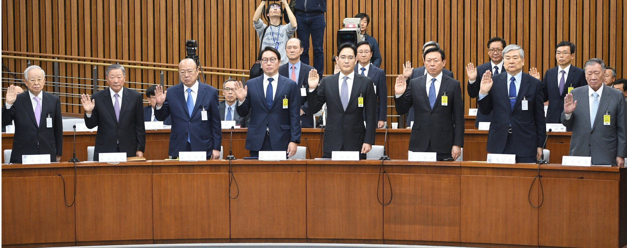 Chaebol leaders take an oath in Parliament. Photo: Reuters