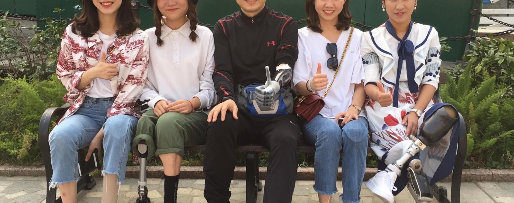 Hu Yue, Niu Yu, Ma Yuanjiang, Wei Yunlu and Li Yingxia lost their limbs in the Sichuan Earthquake and ran the LT70. Photos: Handout