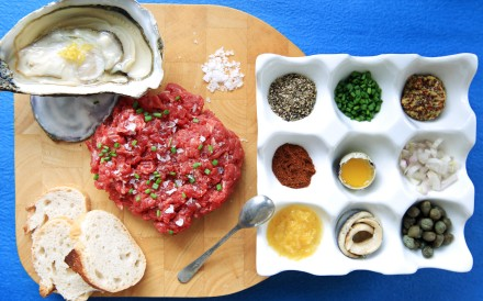 Steak tartare with oysters