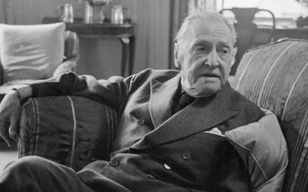 28 Apr 1959, Hertfordshire, England, UK --- British writer William Somerset Maugham photographed at home. April 1959. --- Image by © Daily Herald/Mirrorpix/Corbis
