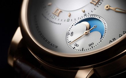 The moonphase display is supported by 70 parts.