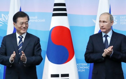 South Korean President Moon Jae-in and Russian President Vladimir Putin. Photo: EPA