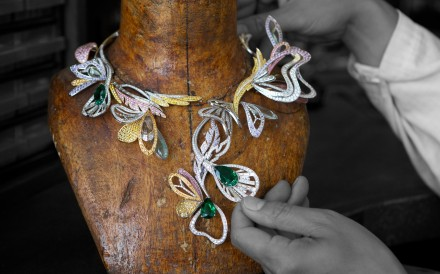 Inspired by the human dream of flying, this masterpiece brings together butterfly and dragonfly wings and peacock feathers, which flutter with the wearers movements