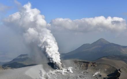 Smoke billowing from Mount Shinmoe on Japan's southwestern main island of Kyushu. Photo: Kyodo