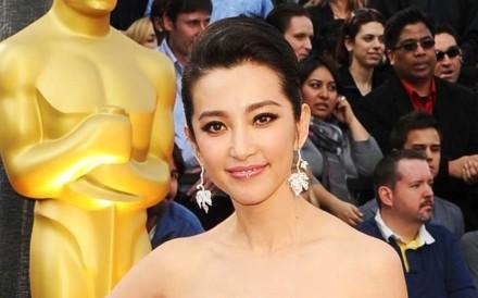 Li Bingbing wearing Cindy Chao The Art Jewellery's Maple Earrings
