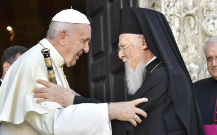Pope Francis talks with Patriarch Bartolomeo I. Photo: Reuters
