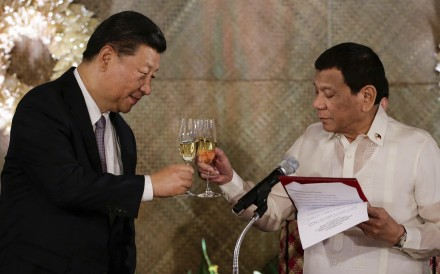 Chinese President Xi Jinping and Philippine President Rodrigo Duterte share a toast during a state banquet in Manila during Xi's November visit. Photo: AP