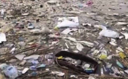 Jiangsu court handed down sentences for a group of men who have left 20,000 tons of rubbish into the Yangtze River. Photo: baijiahao.baidu.com