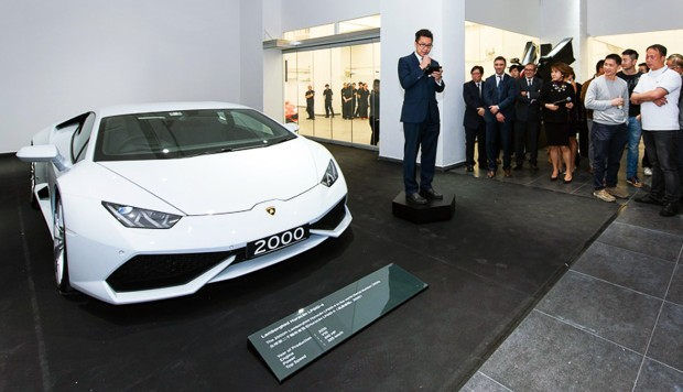 Lamborghini 39 s 2 000th huracan goes to hong kong buyer for Motoring technical training institute