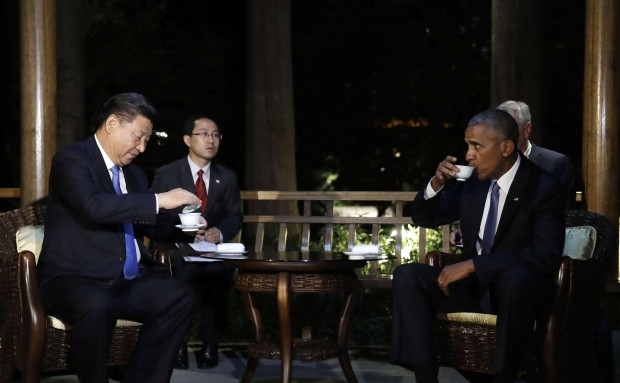 President Xi Jinping and US President Barack Obama hold talks over tea in a pavilion at the West Lake State Guest House in Hangzhou. Photo: AP