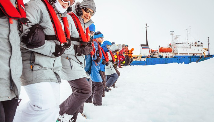 All 52 passengers rescued from Antarctic ship by Chinese