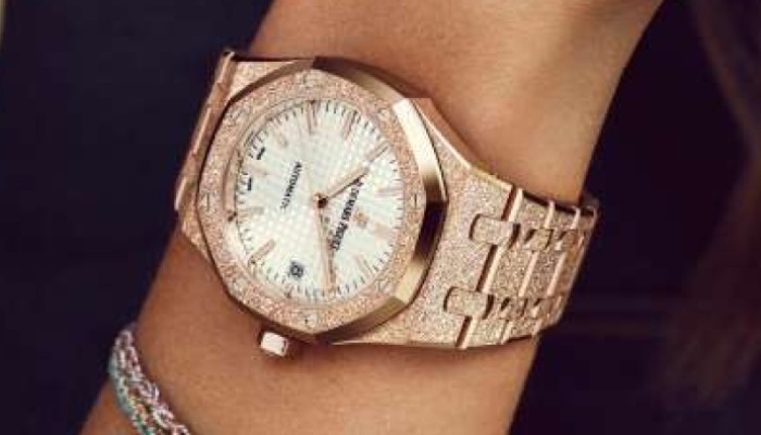 Audemars piguet marks 40th anniversary of royal oak for 6 salon in royal oak
