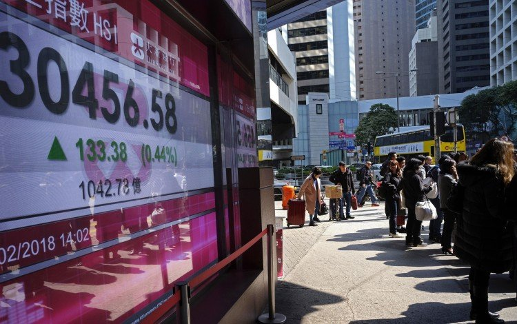 Hong Kong stocks fall by the most in a week on concern earnings growth may slow this year