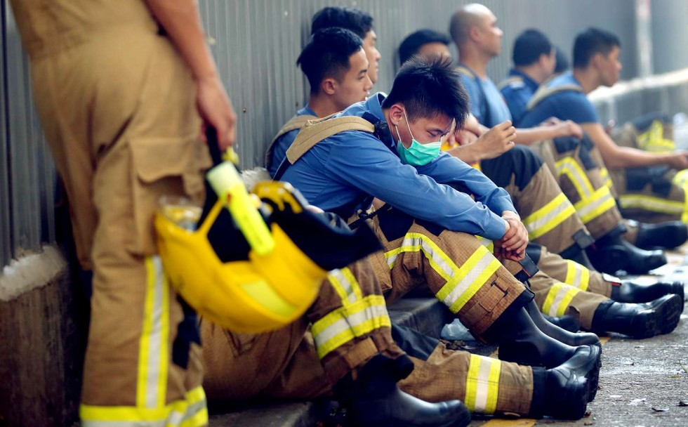Firefighets are resting outside the Ngau Tau Kok industrial building