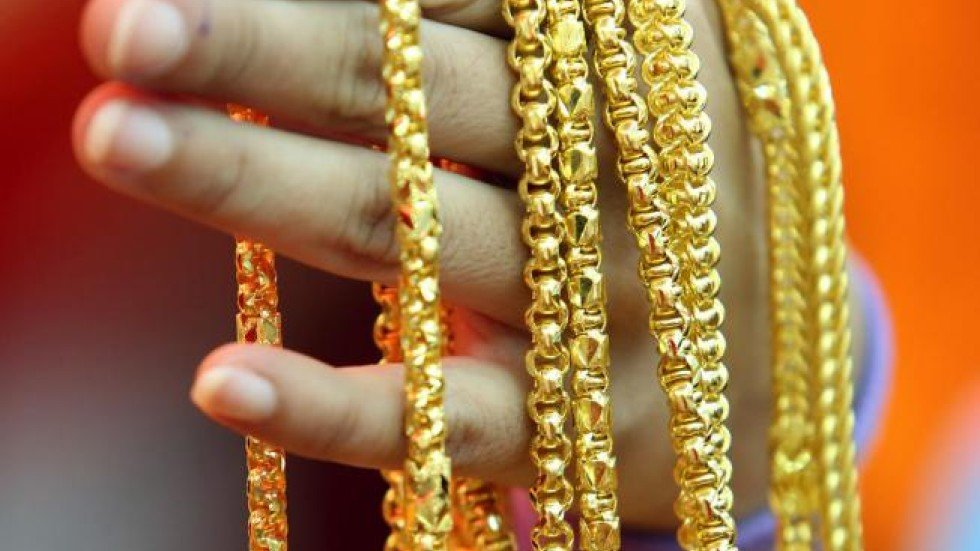 Mainland Chinese shoppers invest billions in gold