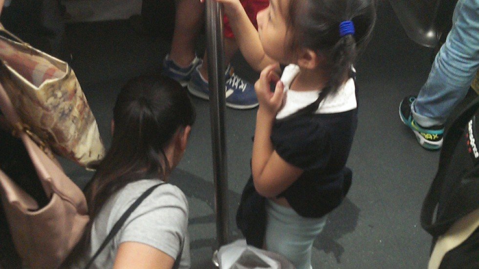 Girl Upsets Passengers By Urinating Inside Mtr Train -9116