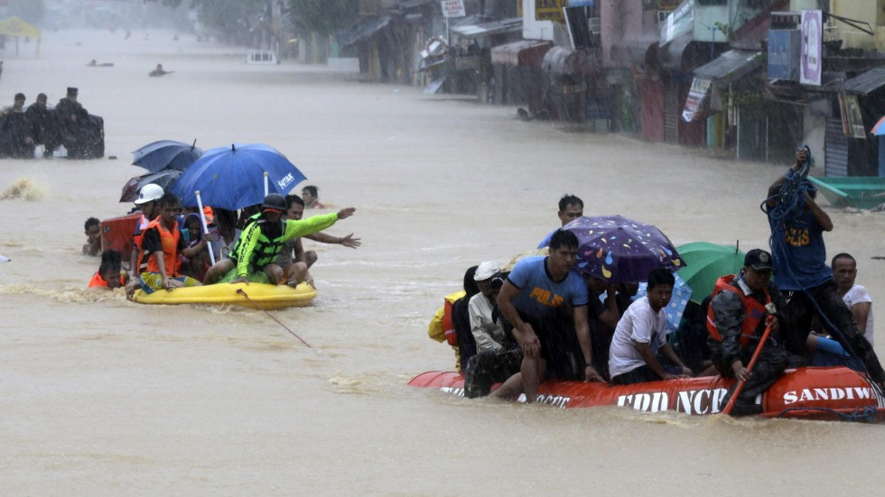 Five dead and 83000 evacuated as storm fung wong hits philippines afp stopboris Choice Image