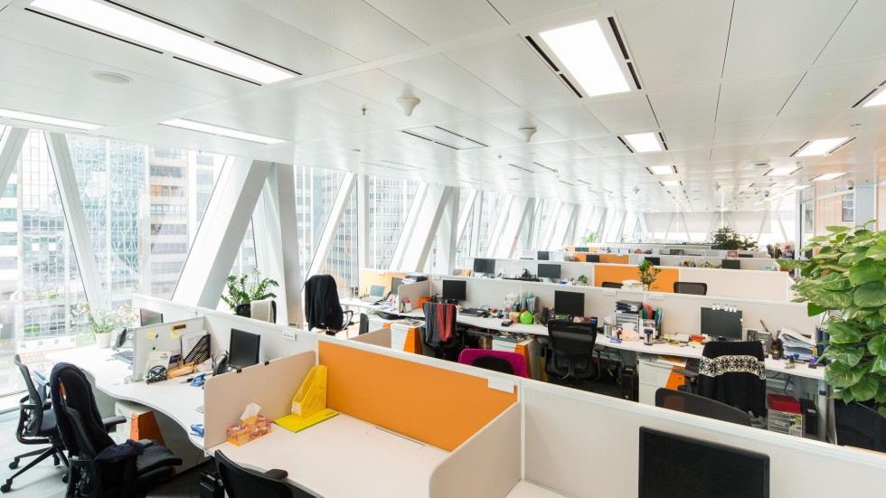 How 39 smart office 39 tech saved money for standard chartered for Interior design office hong kong