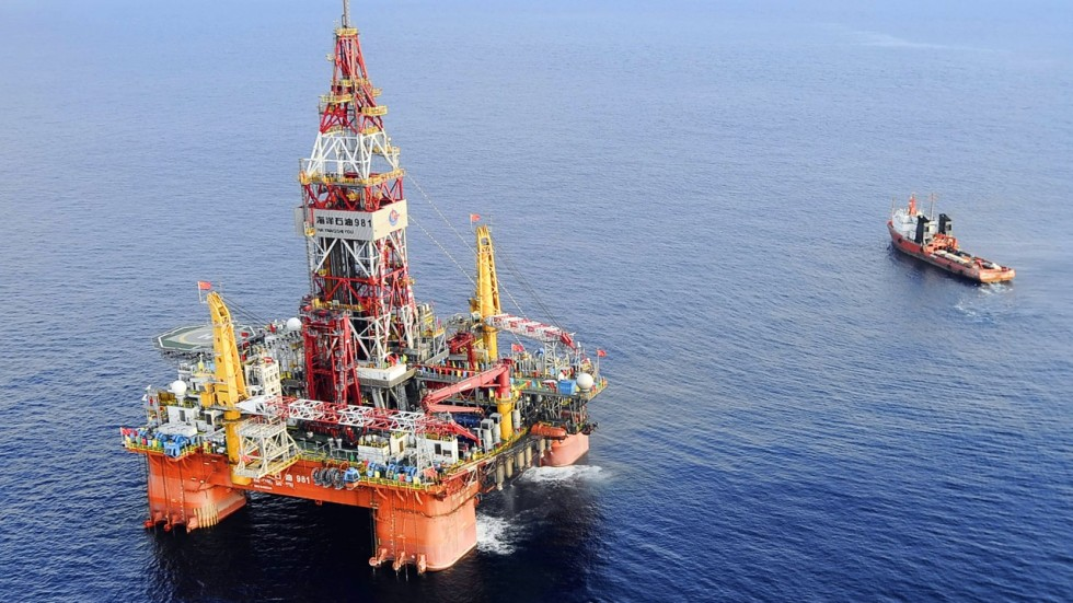 Image result for China oil rig, 2014, near vietnam, photos
