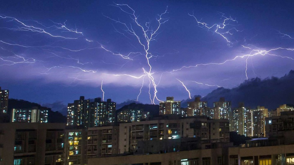 10000 Flashes Of Lightning Hong Kong Marvels At The Might An Epic Summer Storm