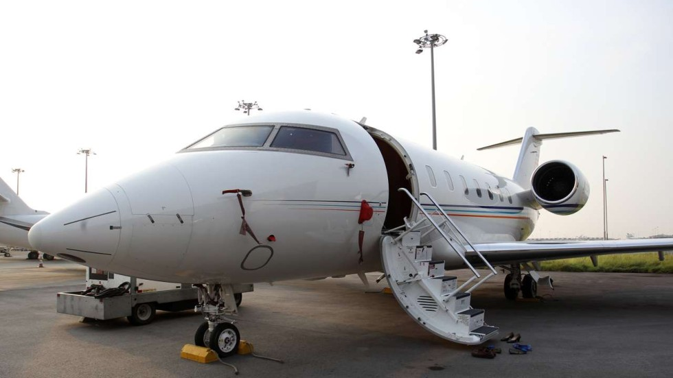 relationship between government and private business jets