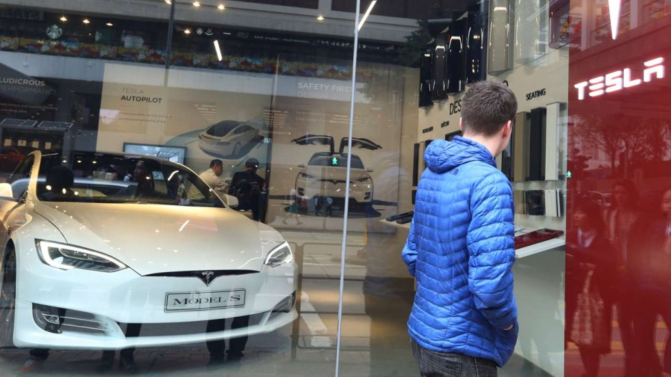 Decision To Cut Hong Kong S Electric Vehicle Tax Waiver Is