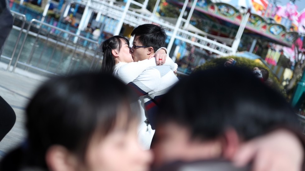 Chinese kisses dating service