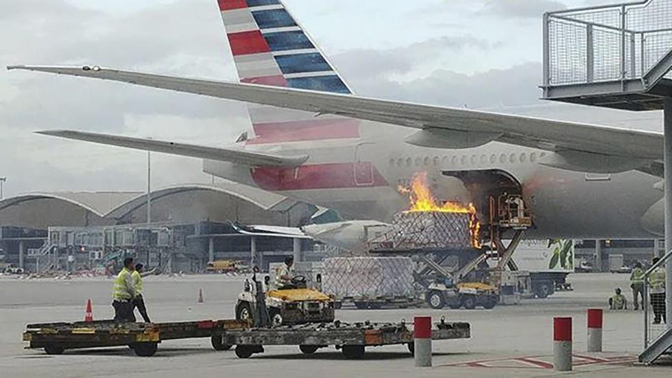 Resultado de imagen para American Airlines AA192 Hong Kong