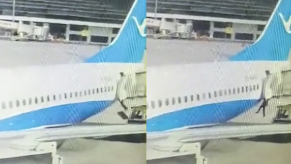 Mandy Zuo & Chinese flight attendant falls out of stationary plane at ... Pezcame.Com