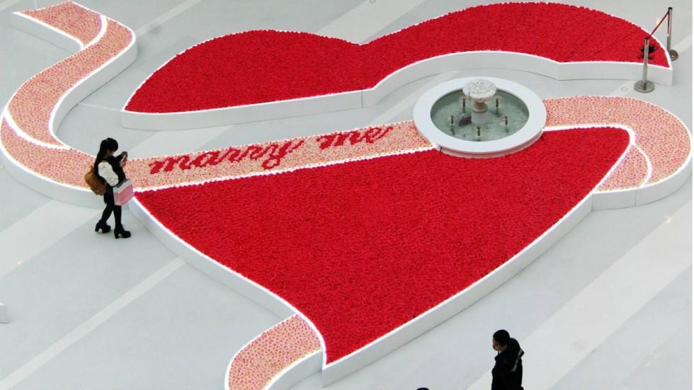 Hongkongers Spend Average Of Hk 2 200 On Valentine S Day But