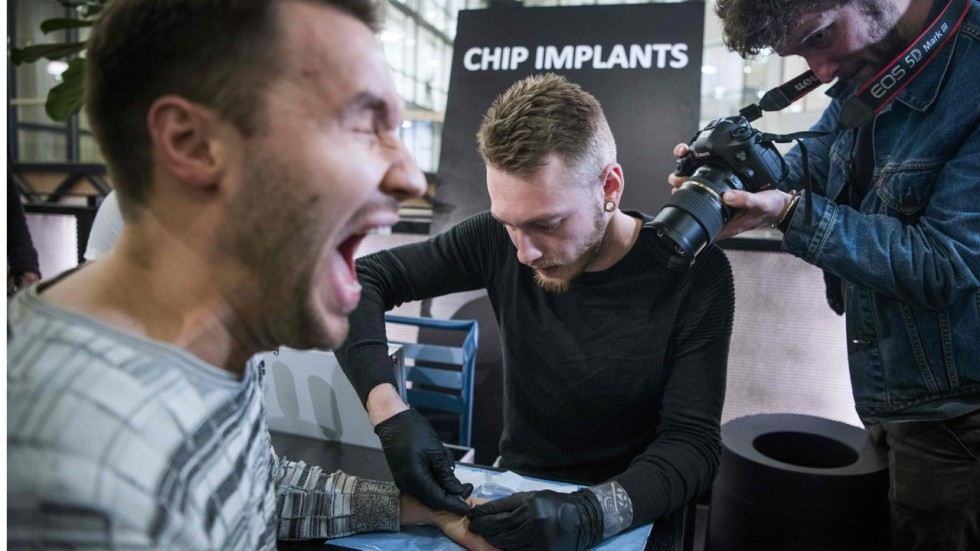 Картинки по запросу Thousands of people in Sweden get microchip implants