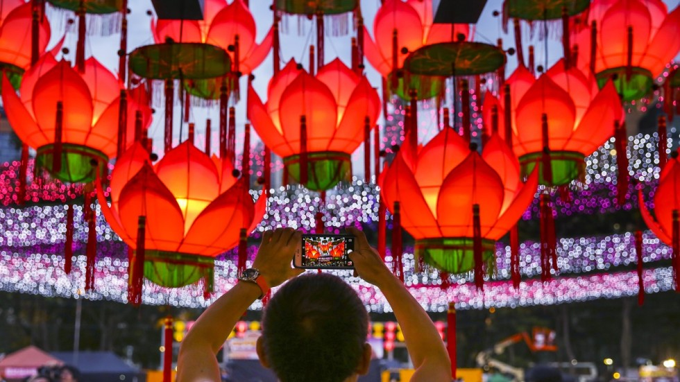 what is mid autumn festival all about chinese legends lanterns