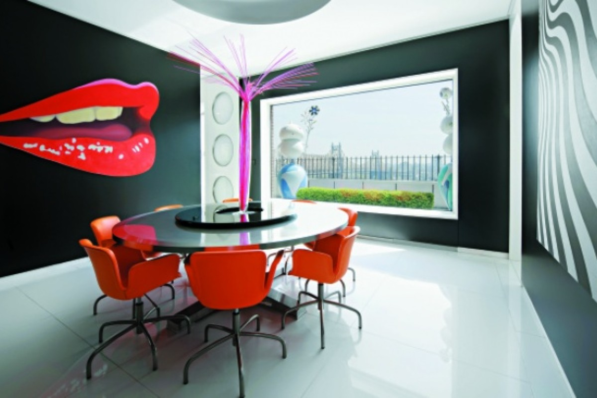 Perry's penthouse is filled with pop art pieces, such as Tom Wesselmann's Mouth 16 and Andy Warhol classics.