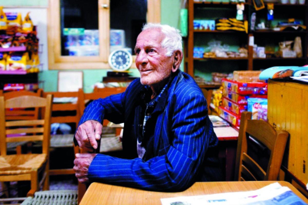 Gregoris Tsahas, 100.