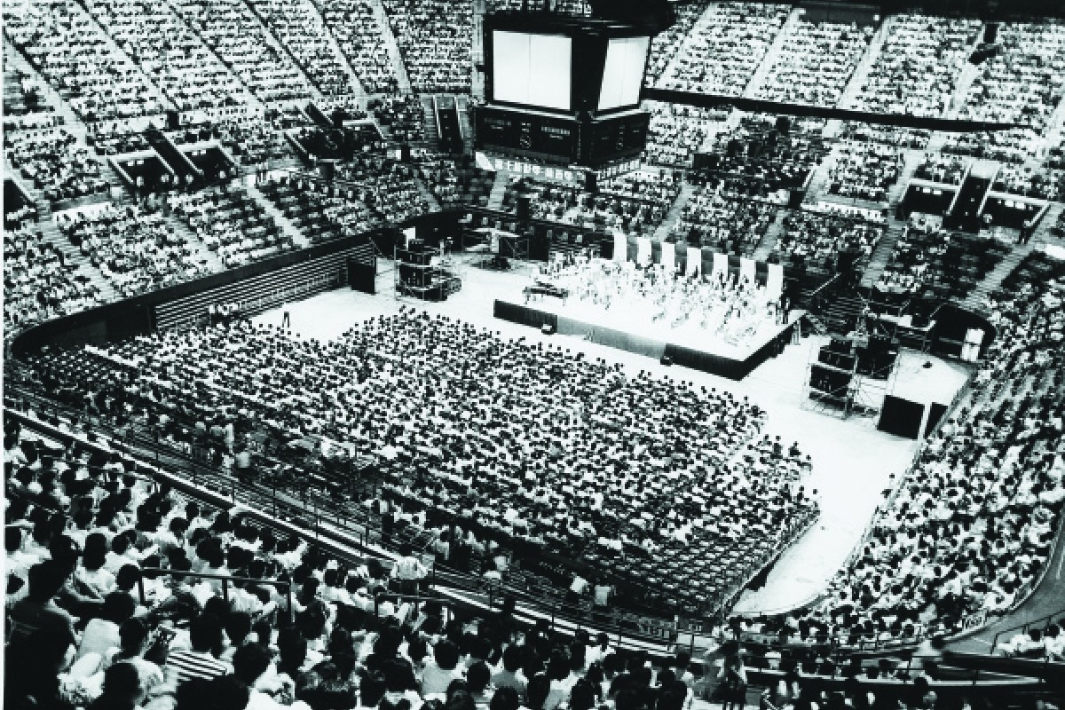 The group perform at the Hong Kong Coliseum in 1986.