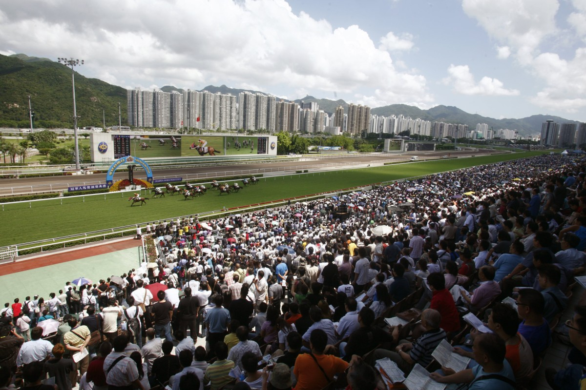 Crowds of 100,000 are not uncommon on auspicious days at Sha Tin. Photos: Kenneth Chan