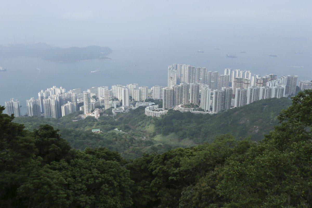Wah Fu Estate today, flanked to the right by the upmarket Residence Bel-Air complex.