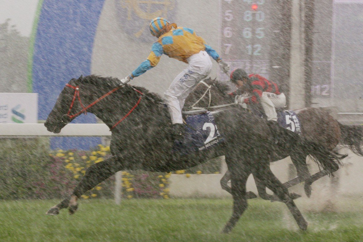 Mr Medici (Gerald Mosse) wins the Champions & Chater Cup in 2010, the last meeting which saw racing on a slow track. Photo: Kenneth Chan