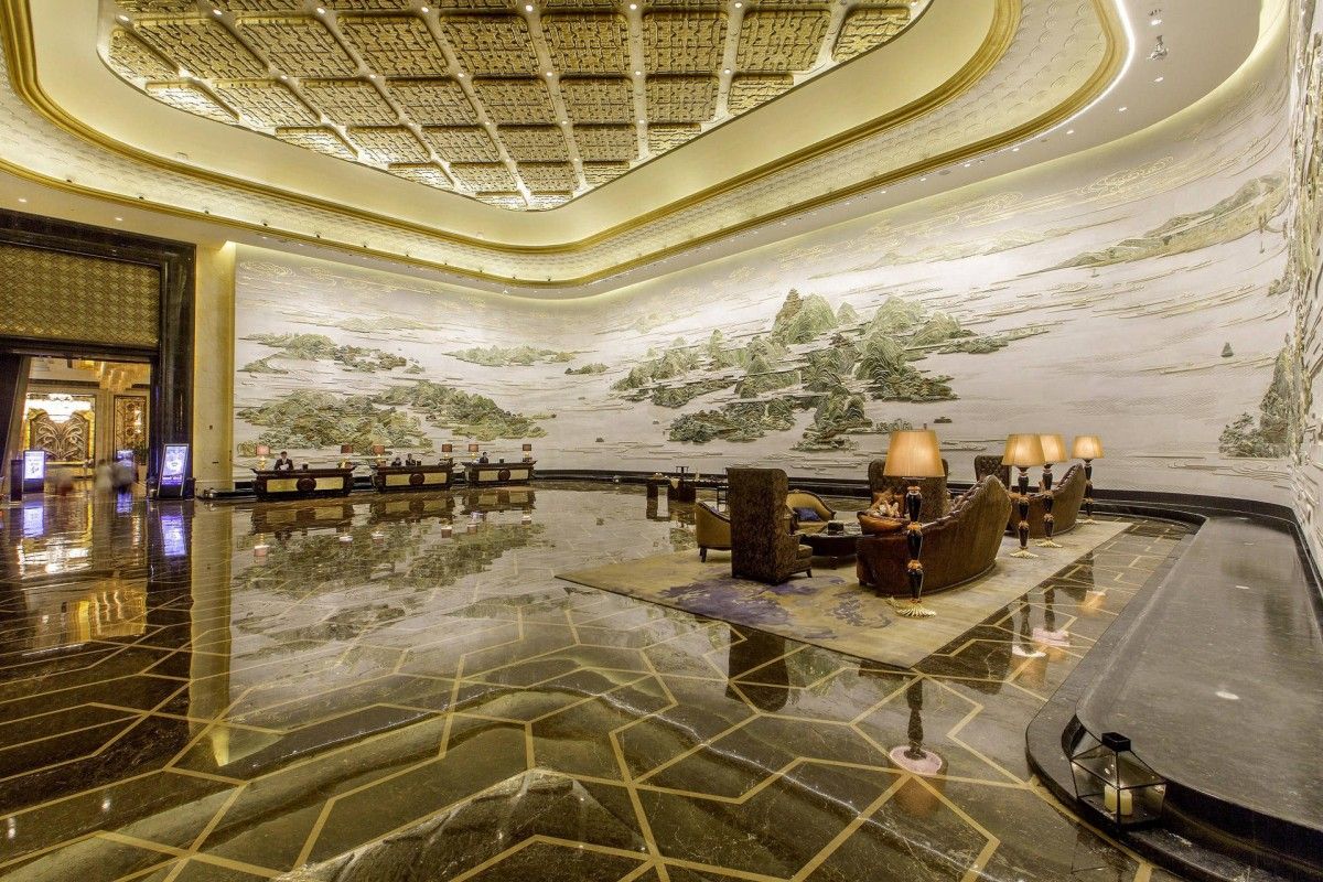 China 39 s first seven star hotel wuhan 39 s wanda reign for Seven star hotel