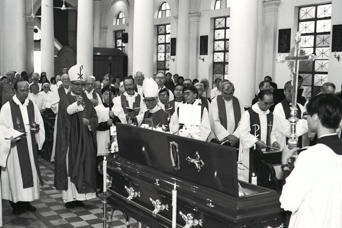 The funeral of Jesuit priest Father Laszlo Ladany at St Margaret's Church, in Happy Valley, in 1990. Photo: SCMP