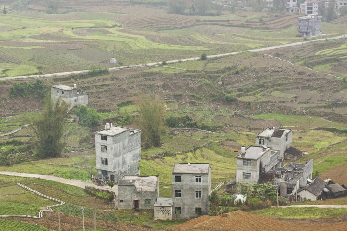 Village houses and farmland in Bama Yao. Photos: Gregory Michiels; Thomas Bird